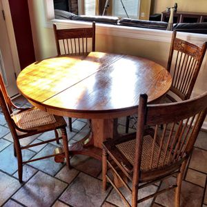 Antique Kitchen table, 4 Chairs and 5 Leaves for Sale in Centreville, VA