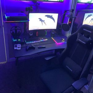 MSI PC & Monitor, AKRacing Desk & Chair, Yeti Mic & arm, Bose Bluetooth Headphones. ( More Info) for Sale in Riverside, CA