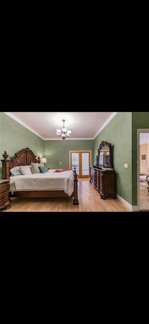 King bedroom set for Sale in St. Petersburg, FL