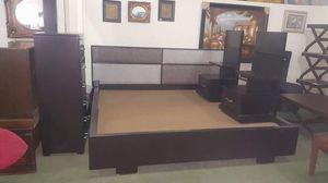 King bedroom set \ no mattress for Sale in Atlanta, GA