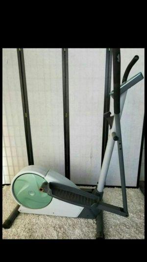 Weslo momentum ct 3.8 elliptical exercise machine for Sale in Las Vegas, NV