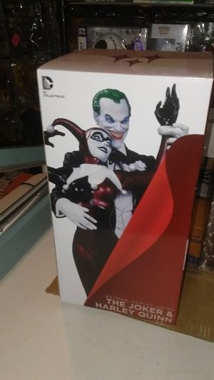 Original 1st edition Batman : THE JOKER & HARLEY QUINN dc collectibles statue for Sale in Los Angeles, CA
