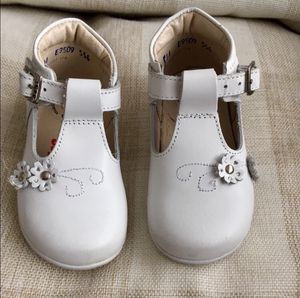 Toddler Girl Mex 14 / US 7 White Leather Mary Jane Low Top Dress Shoes for Sale in Bountiful, UT