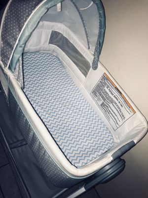 Graco bassinet/changing table & baby swing for Sale in Anaheim, CA