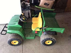 12 V John Deere tractor for Sale in Elyria, OH