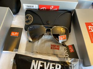 Ray Ban Sunglasses Aviator / Silver Frame Black Lens for Sale in Brooklyn, NY