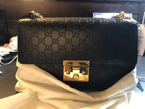 Gucci Medium Padlock Signature Leather Shoulder Bag for Sale in Vancouver, WA