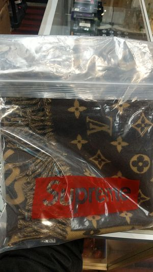 SUPREME LOUIS VUITTON SCARF for Sale in Boston, MA