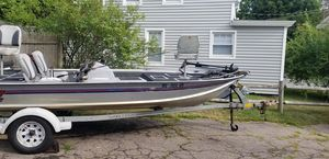 18 Foot Starcraft Bass Boat & Trailer for Sale in Medfield, MA