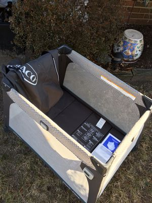 Graco arm reach fold up with Karrie case and paperwork only 30 from for Sale in Hanover, MD