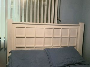 Queen size wooden bed frame for Sale in Rialto, CA