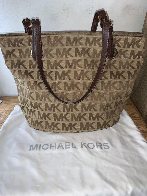 Michael kors tote purse Authentic 💯