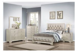 5 pc bedroom set (mattress not included) for Sale in Tampa, FL