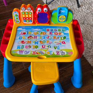 VTech Touch & Learn Activity Desk Deluxe W/Expansion Bundle for Sale in Edmond, OK