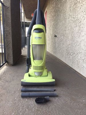 UPRIGHT BAGLESS VACUUM!!! for Sale in Los Angeles, CA