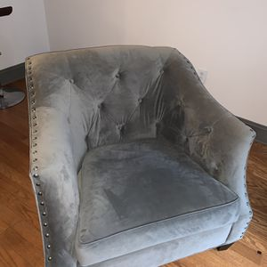 Tufted couch for Sale in Atlanta, GA
