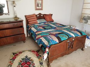 Solid wood full size bed with matching 3 drawer dresser and hanging mirror for Sale in Selma, CA