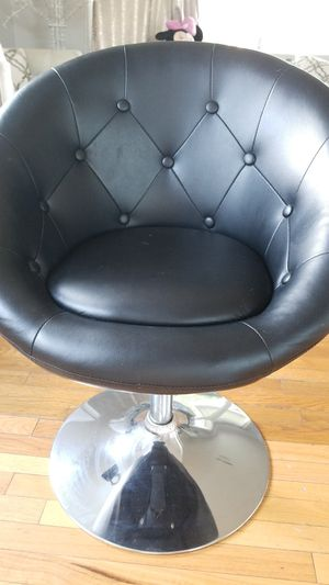 Chair for Sale in Lakewood, CA