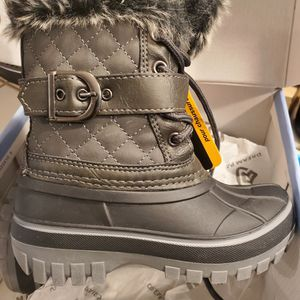 New Toddler Snow Boots Unisex (Size 9) for Sale in Orange, CA