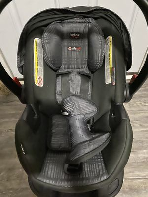 Baby car seat with base for Sale in Weatherby Lake, MO