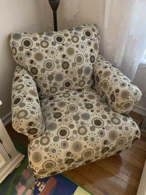 Accent chair for Sale in Gaithersburg, MD
