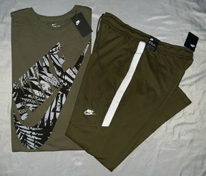 2XL NIKE TEE & 2XL TRACK PANTS. MAKE A OFFER for Sale in Dallas, TX