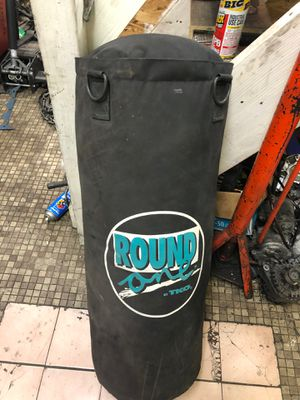 Round one TKO PUNCH BAG 50 LBS for Sale in Stanton, CA