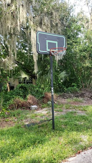 Basketball hoop for Sale in Winter Haven, FL