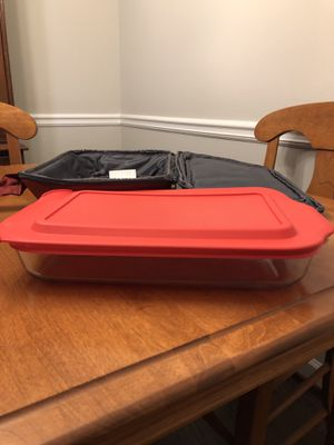 Pyrex 2L/2.2 qt Casserole Dish with Lid and Carrying Case for Sale in Atlanta, GA