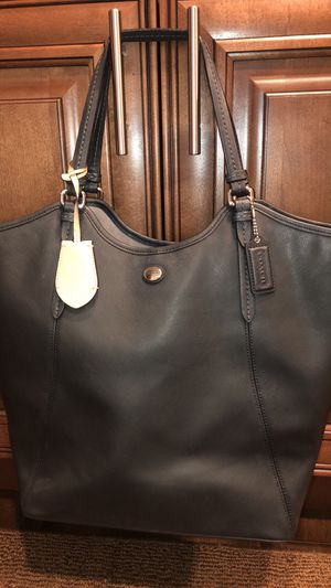 Coach Peyton leather tote excellent condition for Sale in Lombard, IL