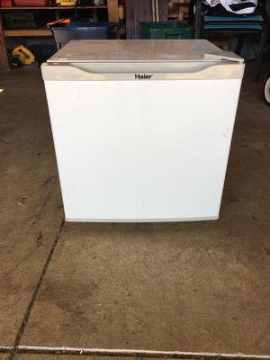HAIER mini fridge for Sale in Sunbury, OH