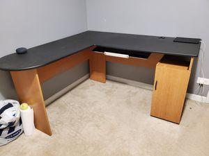 Computer desk for Sale in Glen Ellyn, IL