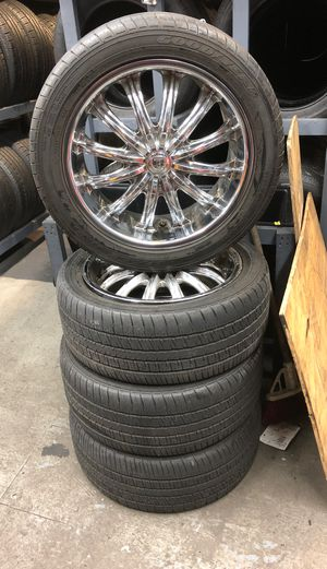 18' inch Chrome Rims with Tire for Sale in Brooklyn, NY