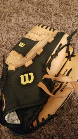 Baseball glove for Sale in St. Louis, MO