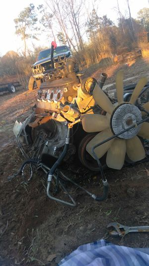 5.3 motor with wiring harness less than 200,000 my runs good for Sale in TN, US