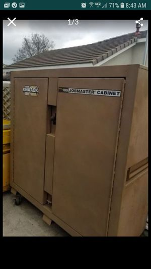 Knaack 109 job box upgraded with heavy duty casters with brakes originally over $1600 with casters for Sale in Tracy, CA
