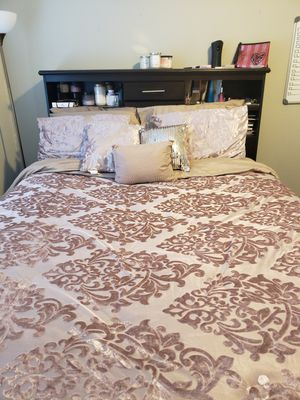 Queen size bed - Espresso - Mattress not included for Sale in San Jacinto, CA