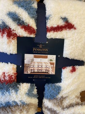 Pendleton Queen Size Fleece Sherpa Blanket for Sale in Tualatin, OR