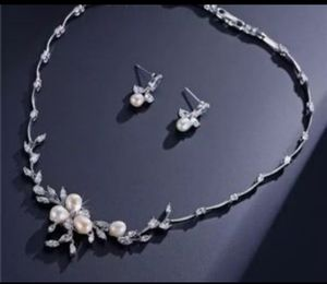 New beautiful pearl and faux-diamond Necklace earrings ser for Sale in Troy, MI
