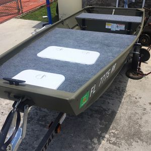 2017 Tracker topper 12 ft Jon boat for Sale in Miami, FL