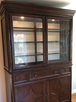 Bassett Furniture China Cabinet for Sale in Seattle,  WA