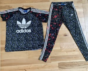 Women's Adidas RARE Moscow floral outfit- Medium for Sale in Bothell, WA