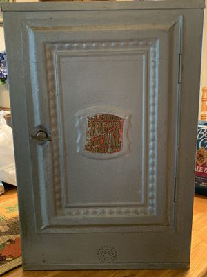 Late 1800/Early 1900 HOME COMFORT TIN BREAD/CAKE/PIE CABINET in original condition. for Sale in Greenville, WI