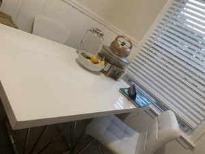 Kitchen table and chairs for Sale in Cleveland, OH