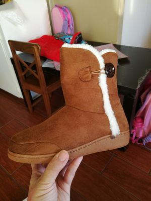 Waverly new slippers boots sz 5 / 6 for Sale in Santa Monica, CA