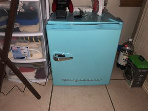 Just brought barely used mini fridge with tiny freezer compartment for Sale in Spring Hill, FL