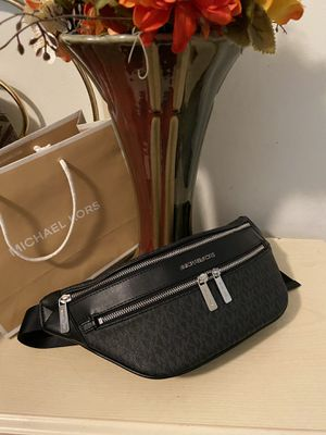 New!!!!! Michael Kors Fanny pack and or waist bag for Sale in Long Beach, CA