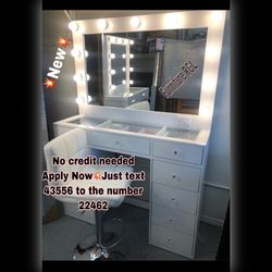 """NEW VANITY 🦋 INCLUDES DESK MIRROR """"DIAMOND KNOBS 💎 AND LIGHTBULBS 💡🌹READY FOR PICK UP OR DELIVERY AVAILABLE 🚚HABLAMOS ESPAÑOL for Sale in Whittier,  CA"""