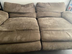 free power recliner couch. for Sale in Lynnwood, WA