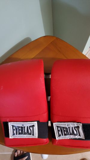 Everlast boxing gloves for Sale in Queens, NY
